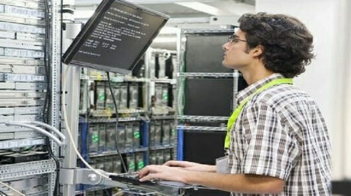 engineer-working-in-a-server-room-720x300